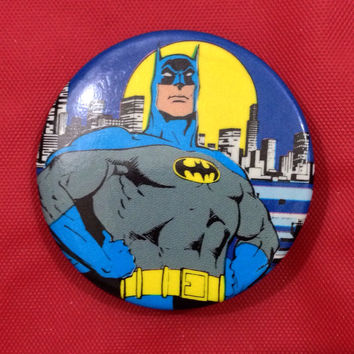 Vintage 80s BATMAN DC Comics badge pin pinback button