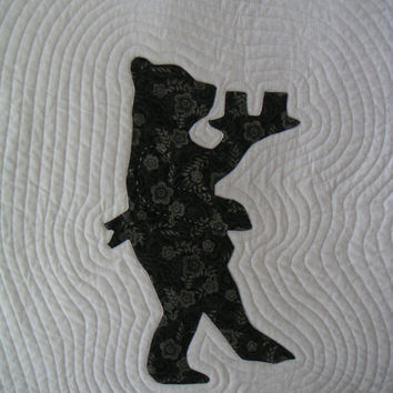 Bear quilted wall hanging