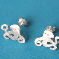 Octopus sterling silver stud earring - small silver octopus/animal earrings/matte