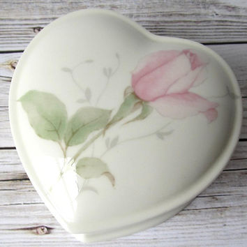 VINTAGE - Mikasa Bone China - April Rose - Jewelry Heart-Shaped Trinket Boxes - Narumi, Japan - Collectibles