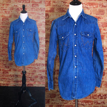 Vintage 1970s long sleeve WRANGLER DENIM  Snap button down GRUNGE shirt blouse
