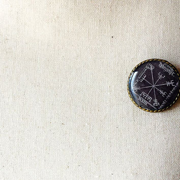Vegvísir Sigil Compass Big Shield Brooch - Icelandic Magical Stave - Viking Jewelry - Norse Jewelry - Viking Brooch - Handmade Cameo Pin