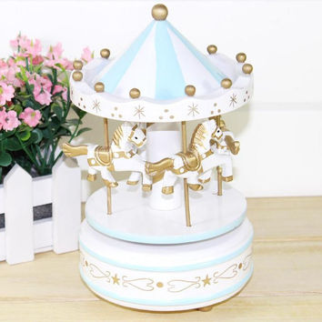 2016 New Vintage Wooden Merry-Go-Round Carousel Music Box For Kids Wedding Christmas Birthday Gift Toy Blue/Pink Drop Shipping