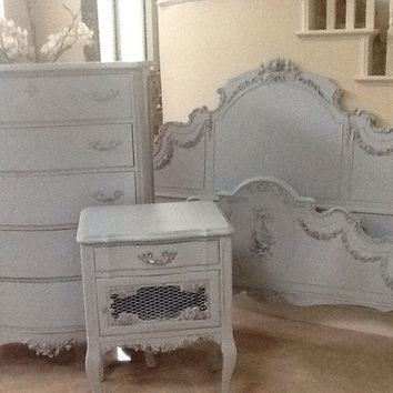 Stunning Vintage French Provincial Bedroom Set