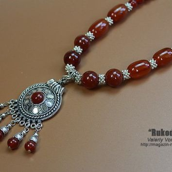 Necklace of natural stone beads. Necklace of handmade with beads of stone carnelian. Handmade Jewelry.
