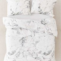 Comforters, Quilts + Blankets | Urban Outfitters