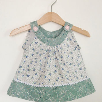 Baby girls top, 6-12 months, baby girl clothing, girl baby gift, vintage baby, vintage fabric, Etsy UK, baby dress, green lace