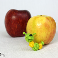 Caterpillar Brooch, insect pin, caterpillar pin, summer jewelry, crochet brooch, kids jewelry, crocheted pin