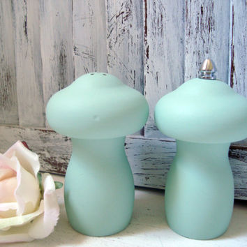 Mint Green Vintage Pepper Grinder and Salt Shaker Set, Mushroom Salt and Pepper Shakers, Pastel Green Pepper Mill, Small Salt and Pepper Set
