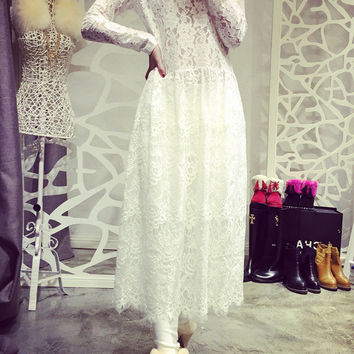 White Floral Lace Long Sleeve Hook Maxi Dress