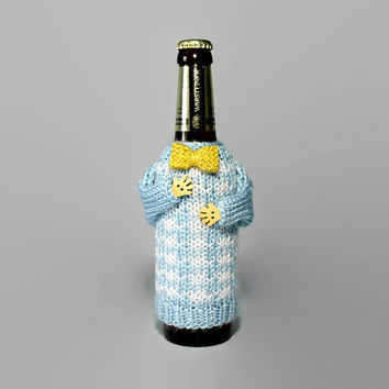 Beer coozie. Beer cover. Beer hugger blue white hounstooth. Gold bow tie. Bottle sleeve. Beer accessories. Beer lover gift. Coworker gift.
