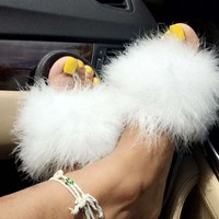 ICIKDW7 White faux fur slippers