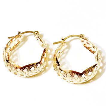 Swirls Hammered 18kts Gold Plated Earrings Hoops