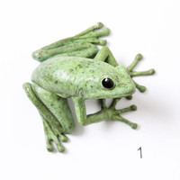 Tree frog - small, Spotty green  - Brass