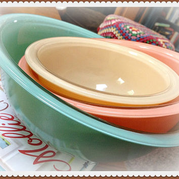 Vintage Pyrex Pastel Nesting Bowls - Set of 3 - Beautiful Soft Pastel Style