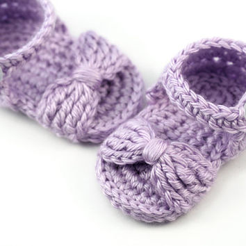 Crochet Baby Bow Sandals // Lilac Purple Baby Girl Sandals // Newborn Sandals