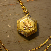 WEED Lover Hexagon Locket on gold plated chain