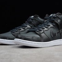NIKE SB Zoom Dunk High Sneaker Black&White 305050 028