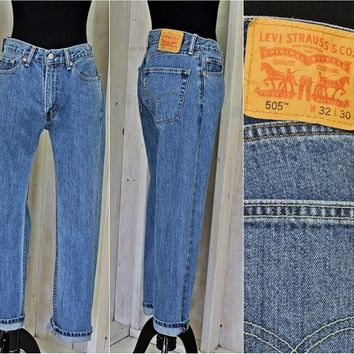 Vintage Levis 505 jeans / 32 X 30 size 8 / 9 / high waisted / straight leg / regular fit / womens / mens