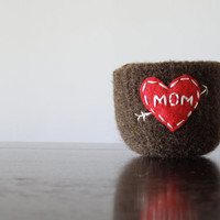 Mother's day felted wool bowl - gifts for mom or grandma - embroidered felt bowl by the Felterie - dark brown and red  - jewelry organizer