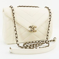 Authentic CHANEL White Chevron Lambskin Leather Chain Shoulder Flap Bag #27847