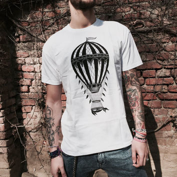 T shirt for men with vintage hot air balloon print
