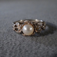 vintage sterling silver fashion ring with post set cultured pearl set into a floral and leaf setting, size 7 M