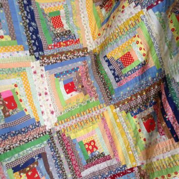 Log Cabin quilt - cutter quilt - hand quilted - vintage 1976 - 42 blocks