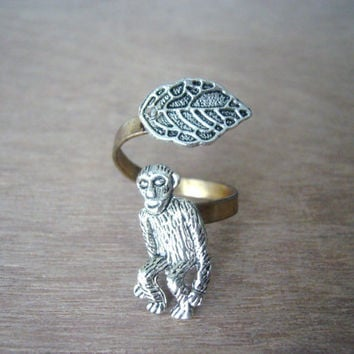 Monkey ring with a leaf