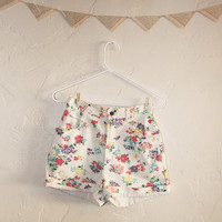 Vintage Floral Jean Shorts  1980s  white denim high by Woodii