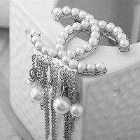 8DESS Chanel Women Tassel Pearl Brooch Jewelry