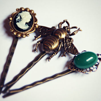 vicotrian bobby pin set, bee bobby pin, cameo bobby pin, green ston bobby pin, insect hairpins, cameo hairpin, unique bobby pins