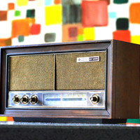 Bluetooth / AUX / FM / Mp3: 1960's GE Duel Speaker Wooden Table Top Radio