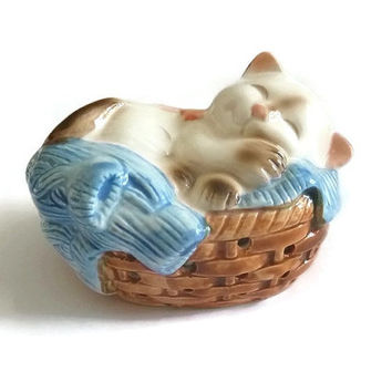 Adorable Kitty in Basket Figurine Vintage Avon Collectible Kitty Cat Pomander Japan Porcelain Kawaii Kitten Figurine Ceramic Statue Decor