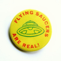 Flying saucers are real - button badge or magnet 1.5 Inch