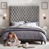 Taryn Tufted Bed