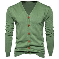 2017 New Fall Winter Men Long Sleeve Button Up Knitted Cardigan Men's Loose V-neck Casual Sweater Leisure Fashion Solid Knitwear