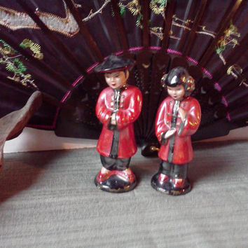 Vintage China Man and Woman in Red and Black w Gold Glossy Chalkware Oriental Asian Collectable Figurines 40s 50s