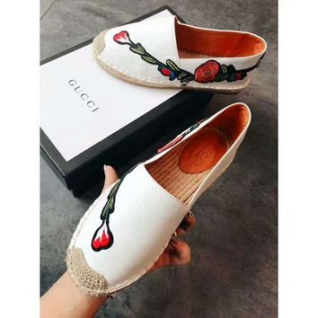 Gucci Dual G V-pattern flat-soled straw-woven White Flower fisherman's shoes and slippers