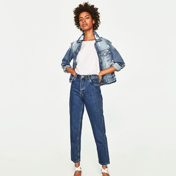 HIGH-RISE MOM FIT JEANS WITH BELT