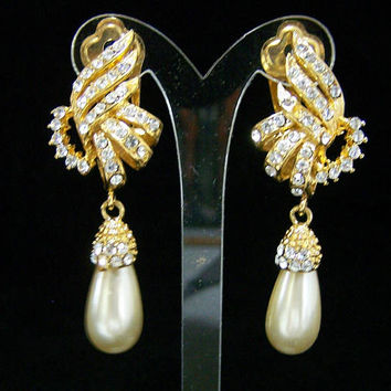 Bridal Crystal Rhinestone Earrings, Faux Pearl Dangling Drop, Clip On Style,  Gold Tone Setting, Vintage Jewelry 1017
