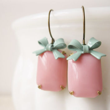 Pink and Mint Earrings. Vintage Jewels, Bows, Retro, Pin Up, Rockabilly, Prom Earrings, Summer Jewellery
