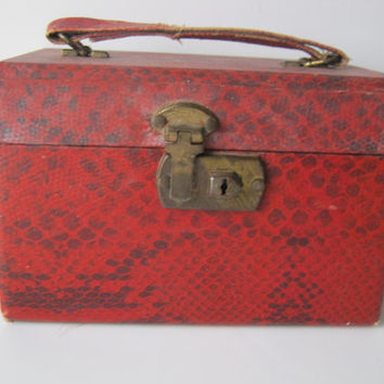 Vintage  Makeup Case Faux Red Lizard or Snake  Pattern 1940's Adorable