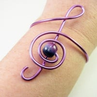 Treble clef bracelet or armband in wrapped purple by alufolie