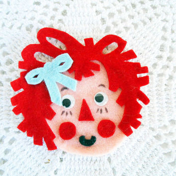Raggedy Ann Andy Magnets,Vintage Handmade Felt,Raggedy Ann Doll,Raggedy Andy Doll, 2 Refrigerator Magnets,Googly Eyes Raggedy,Cottage Chic