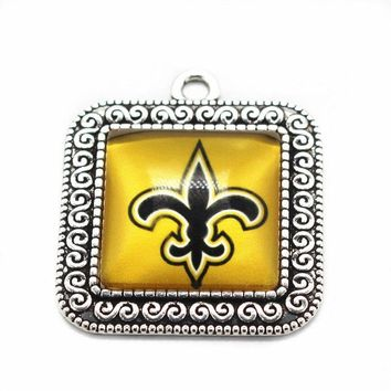 2017 New 10pcs/lot Football Sports New Orleans Saints Team Hanging Dangle Charms Glass Pendant Floating Charms Fit bracelet