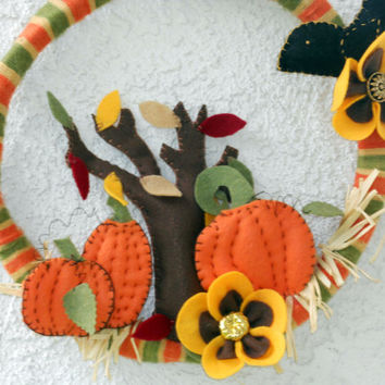 Fall felt and vintage yarn wreath for your autumn décor