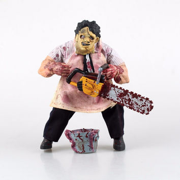 Genuine Mezco Texas Chainsaw Massacre Saw MASSACRE PVC Action Figure Collectible Model Toy Christmas Gifts