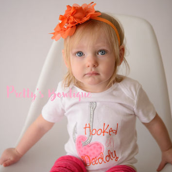 Baby Girl Hooked on Daddy bodysuit/Shirt -- Girls Fishing Outfit -- Baby shower gift -- little girls outfit -- Daddy's Girl shirt