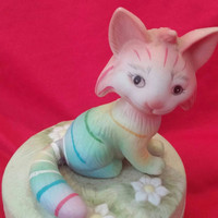 A Precious Rainbow Porcelain Cat Figurine Trinket/Jewelry Box by Jody's World 1988